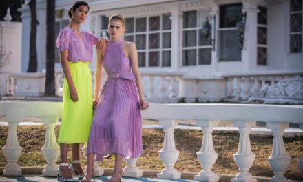 Jakie modne dodatki do fioletowej sukienki dobrać i kupić?