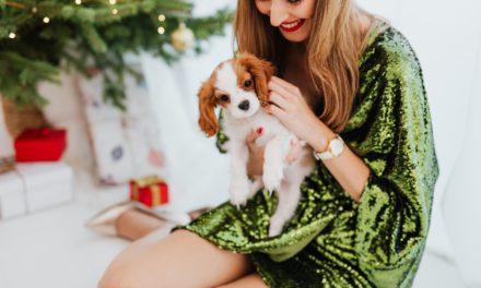 Jakie modne dodatki do zielonej sukienki dobrać i kupić?