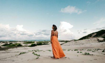 Jakie modne dodatki do pomarańczowej sukienki dobrać i kupić?